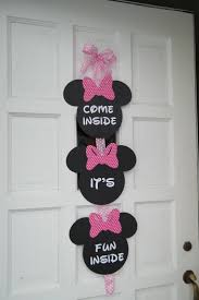 a diy minnie mouse 1st birthday party