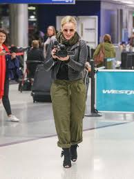 Abbie Cornish Photos Photos: Abbie Cornish at LAX in 2020 | Abbie cornish,  Cornish, Hollywood actor