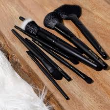 susnable and eco friendly makeup 17