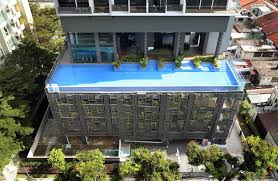 Loud Shattering Sound As Condo Pool S Glass Panels Crash Down Singapore News Top Stories The Straits Times