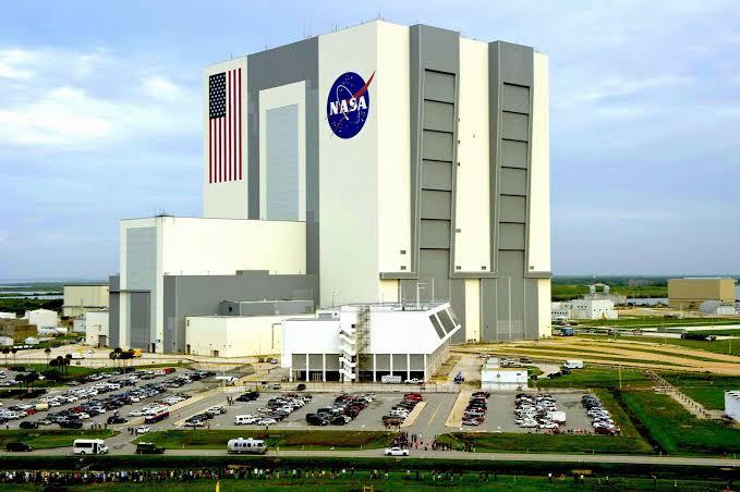 GEDUNG Vehicle Assembly Building (VAB), GEDUNG NASA MEMILIKI CUACANYA SENDIRI