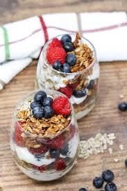 greek yogurt parfait with homemade