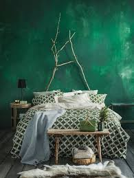 to incorporate green in bedroom decor
