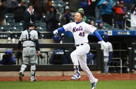 New York Mets: Wilmer Flores walk-off home run wins the series