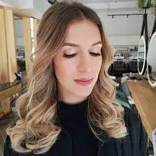 professional hairstylist make up