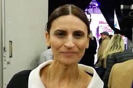 Chi è Lucia Gravante: biografia e carriera della sorvegliante de ...
