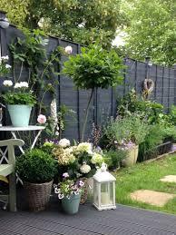 I Love The Black Color Of The Fence Garden Inspiration Beautiful Gardens Urban Garden