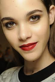 how to pull off bold makeup looks