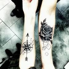 Tatuaze Roza I Roza Wiatru Pomysly Na Tatuaz Tatuaze Tatuaz