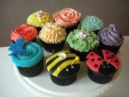 attractive decorated cupcakes givdo