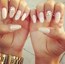 cly and stylish oval nail