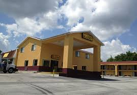 the super 8 motel in locust grove