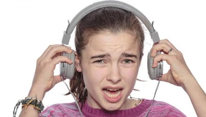 bahaya-mengintai-bagi-pengguna-headset