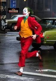 joaquin phoenix in full joker costume