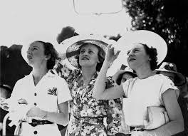 File:StateLibQld 1 129542 Irene Smith, Dulcie Pim and Elsie Smith at Ascot  Races, Brisbane, 1938.jpg - Wikimedia Commons
