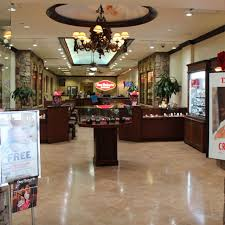 DON ROBERTO JEWELERS – Panorama Mall