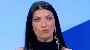 Uomini e Donne in onda oggi su Canale 5: a rischio la scelta di ...