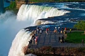 disery niagara falls usa evening