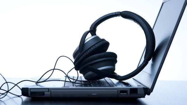 """Hasil gambar untuk mendengarkan Musik online"""""""