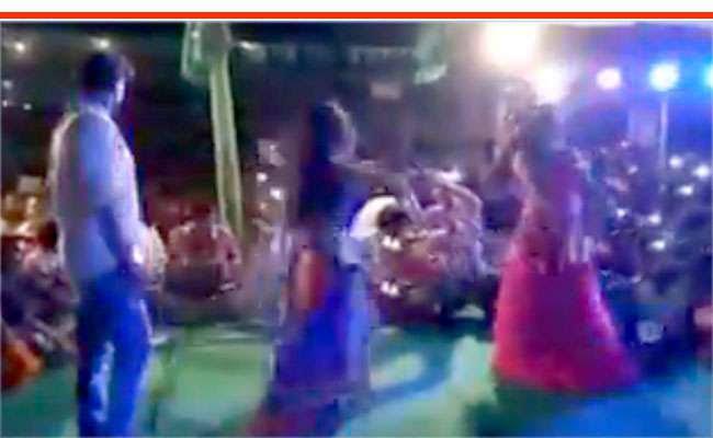 """Image result for राजद की ओर से बार बाला अश्लील गानों पर ठुमके"""""""