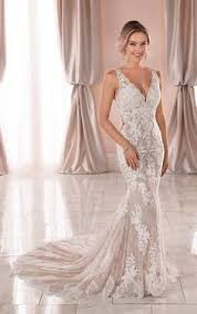 Pin by Wendy Hassett on Wedding dresses in 2020 | Wedding dresses  kleinfeld, Fitted wedding dress, Wedding dresses lace