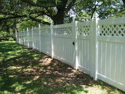 China 5 Foot Semi Private Vinyl Fencing With Lattice Top Uneven Ground Photos Pictures Made In China Com