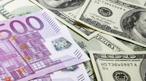 Курс доллара начал неделю с понижения, а евро продают уже по 505 тенге