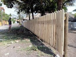 Pallet Fence Diy Privacy Fence On A Budget 101 Pallets
