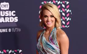 carrie underwood posed without makeup