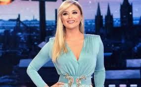 Alketa Vejsiu, chi è la conduttrice albanese al Festival di ...
