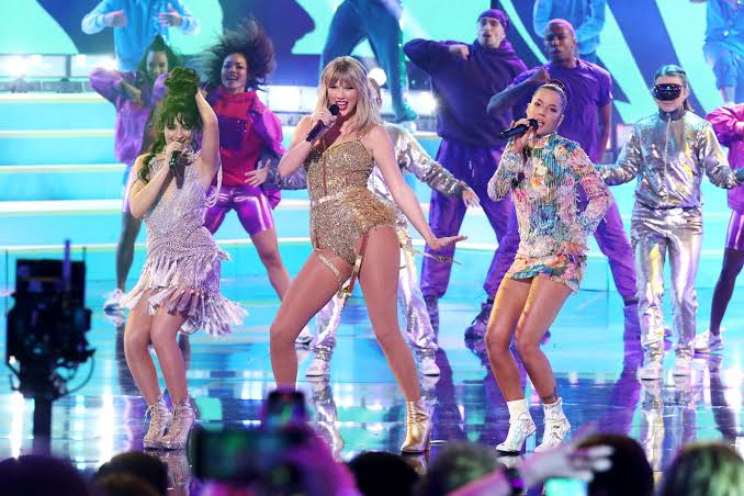 """Image result for taylor swift at the american music awards 2019"""""""