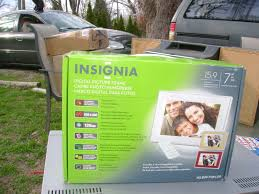 insignia 7 digital picture frame new