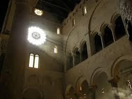 Solstizio d'estate nella Cattedrale di Bari Foto % Immagini ...