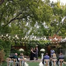 gorgeous outdoor wedding venue and