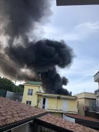 Esplosione alla Adler di Ottaviano, capannone in fiamme ...