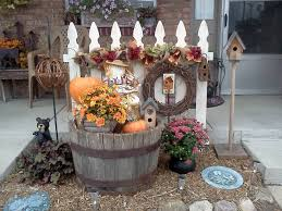 Amazing 41 Welcome Fall Decorating The Yard Fence Http Decorhead Com 2018 08 25 41 Welcome Fall Decorating The Fall Yard Decor Fall Garden Decor Fence Decor