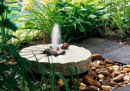 small outdoor fountain ideas pool