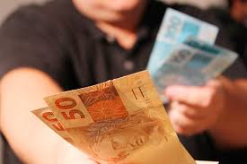 Bolsonaro confirma intenção de trocar as cédulas de 50 e 100 reais