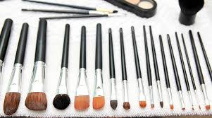 synthetic vs natural makeup brushes