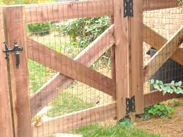 Dog Fence Ideas Cheap Dog Fence Cheap Dog Fence Ideas In 2020 Backyard Fences Garden Gates Fence Design