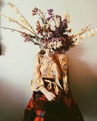 بنات مع ورد صور فتيات بزهور معنى الحب
