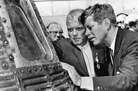 John Glenn, first American to orbit the Earth, dies at 95 | The Daily  Gazette