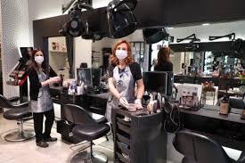 Parrucchieri di Imola: «Noi chiusi mentre gli abusivi imperversano»