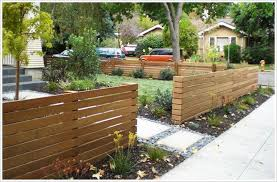 20 Modern Low Fence Design Ideas From Woods Modern Front Yard Front Yard Design Front Yard Landscaping Design