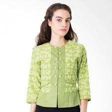 Kamu bisa memadupadankan beberapa jenis kain dengan. 7 Model Atasan Batik Terbaru Trend 2018