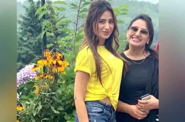 """Image result for maahira and mom bb"""""""
