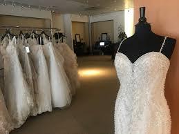 bridal closes leaves brides