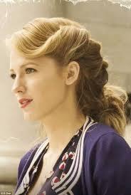 Adaline Bowman lovely hairstyle <3 | Age of adaline, Vintage hairstyles,  Hair styles
