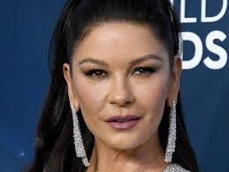 Catherine Zeta Jones stuns fans with fresh-faced new look at SAG ...