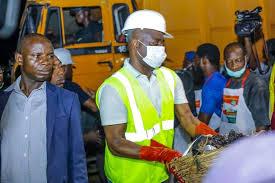 Seyi Makinde leads Operation Clean Up Ibadan - P.M. News